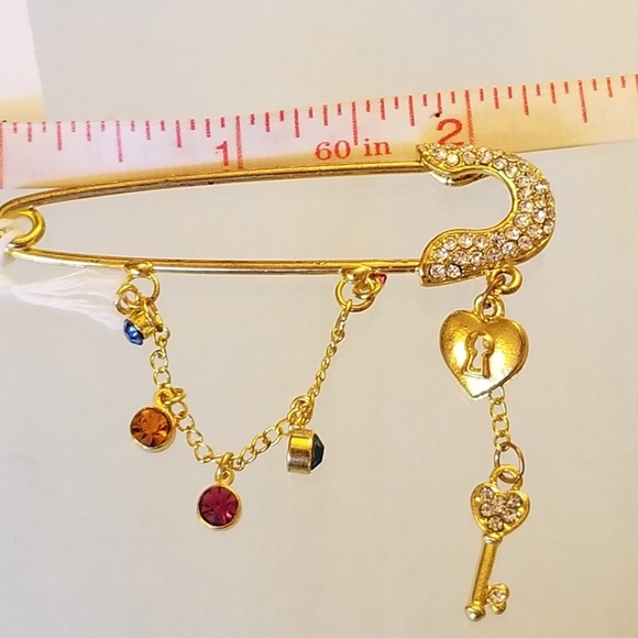 Jewelry - 4/$25 NWT Gold Plated Safety Pin Brooch Key Heart